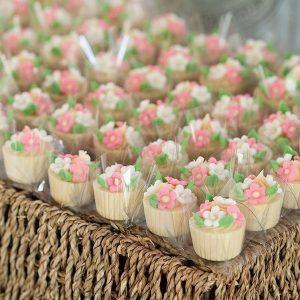 doces para casamento São José dos Campos vasinho de brigadeiro com flores de açúcar 333